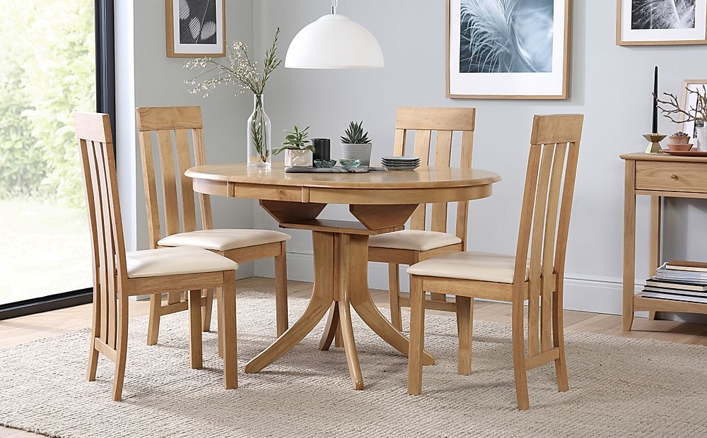 Hudson Round Oak Extending Dining Table with 4 Chester Chairs (Ivory Leather Seat Pads)