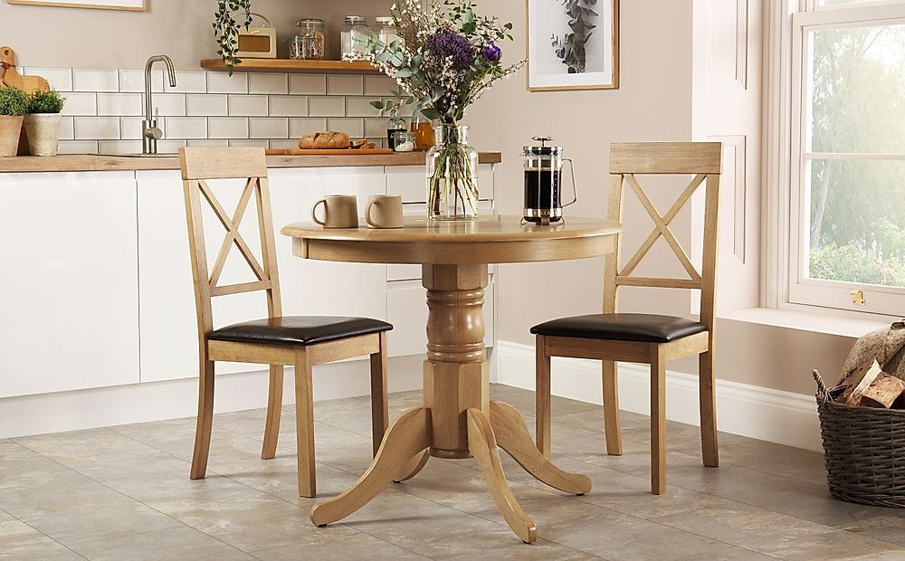 Kingston Round Oak Dining Table with 2 Kendal Chairs (Brown Seat Pad)