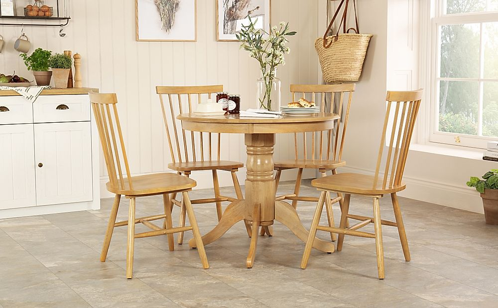 Kingston Round Oak Dining Table with 4 Pendle Chairs
