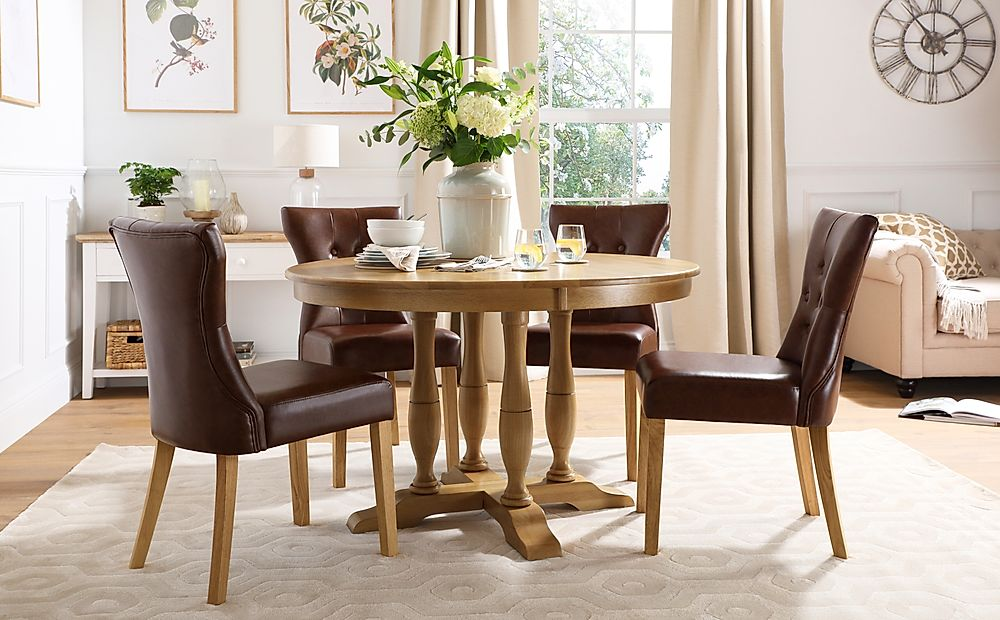 Highgrove Round Oak Wood Dining Table with 4 Bewley Club Brown Leather Chairs
