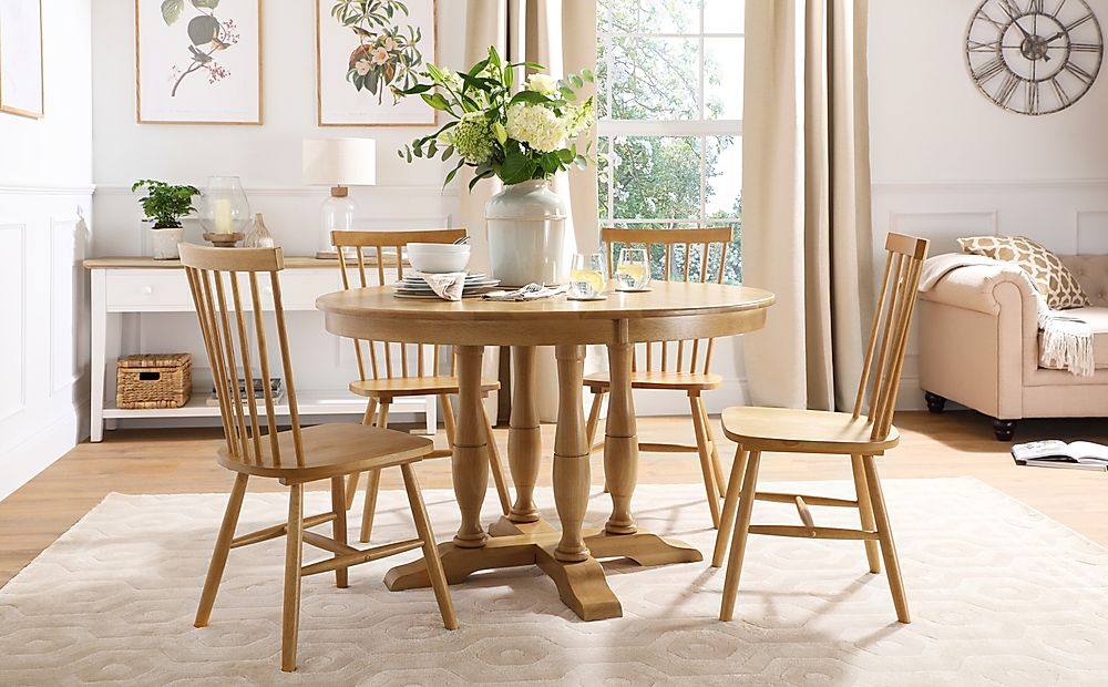 Highgrove Round Oak Wood Dining Table with 4 Pendle Chairs