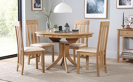 Hudson Round Oak Extending Dining Table with 6 Chester Chairs (Ivory Leather Seat Pads)
