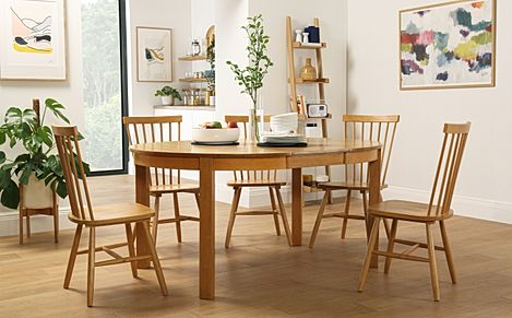Marlborough Round Oak Extending Dining Table with 4 Pendle Chairs