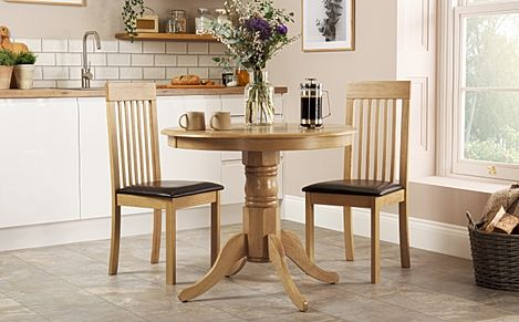 Kingston Round Oak Dining Table with 2 Oxford Chairs (Brown Seat Pad)