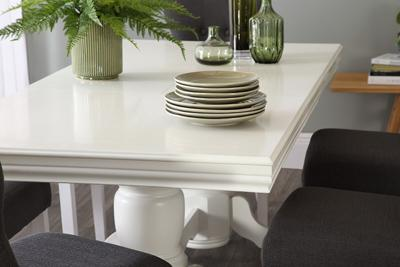 Chatsworth table bewley chairs lifestyle