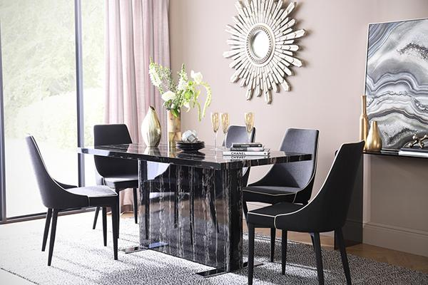 Magnus marble table