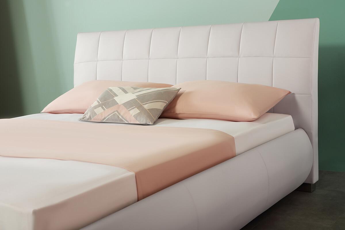 Dorado white bed closeup