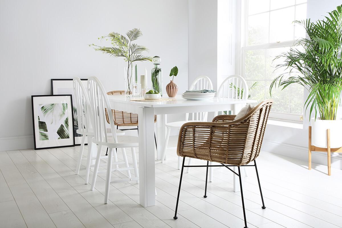Aspen extending table white Windsor chair