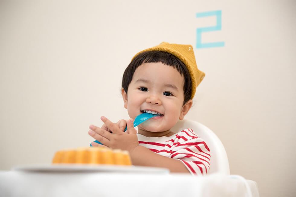 Toddler eating dessert