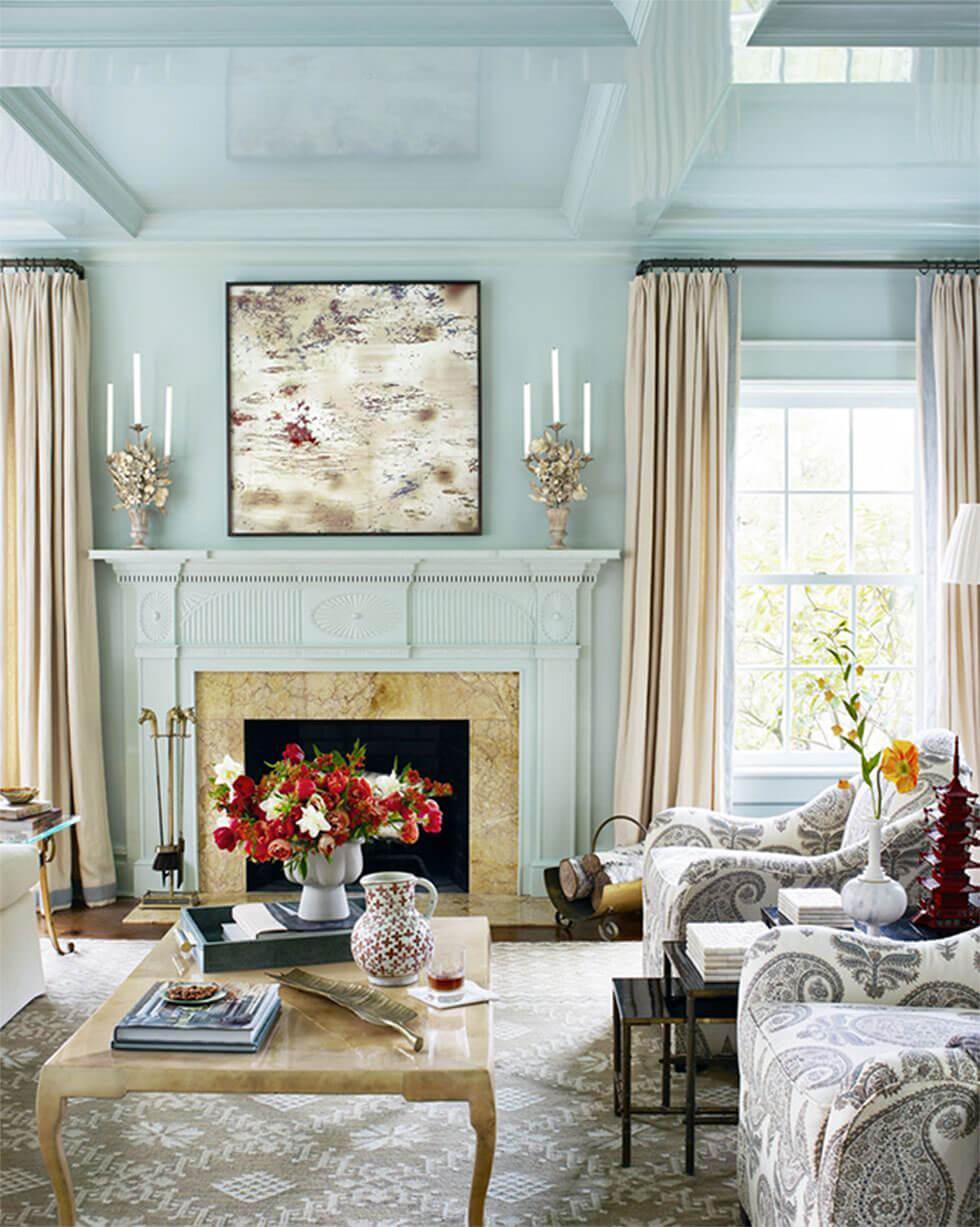 Use of lacquer in a blue living room to create depth and interest.