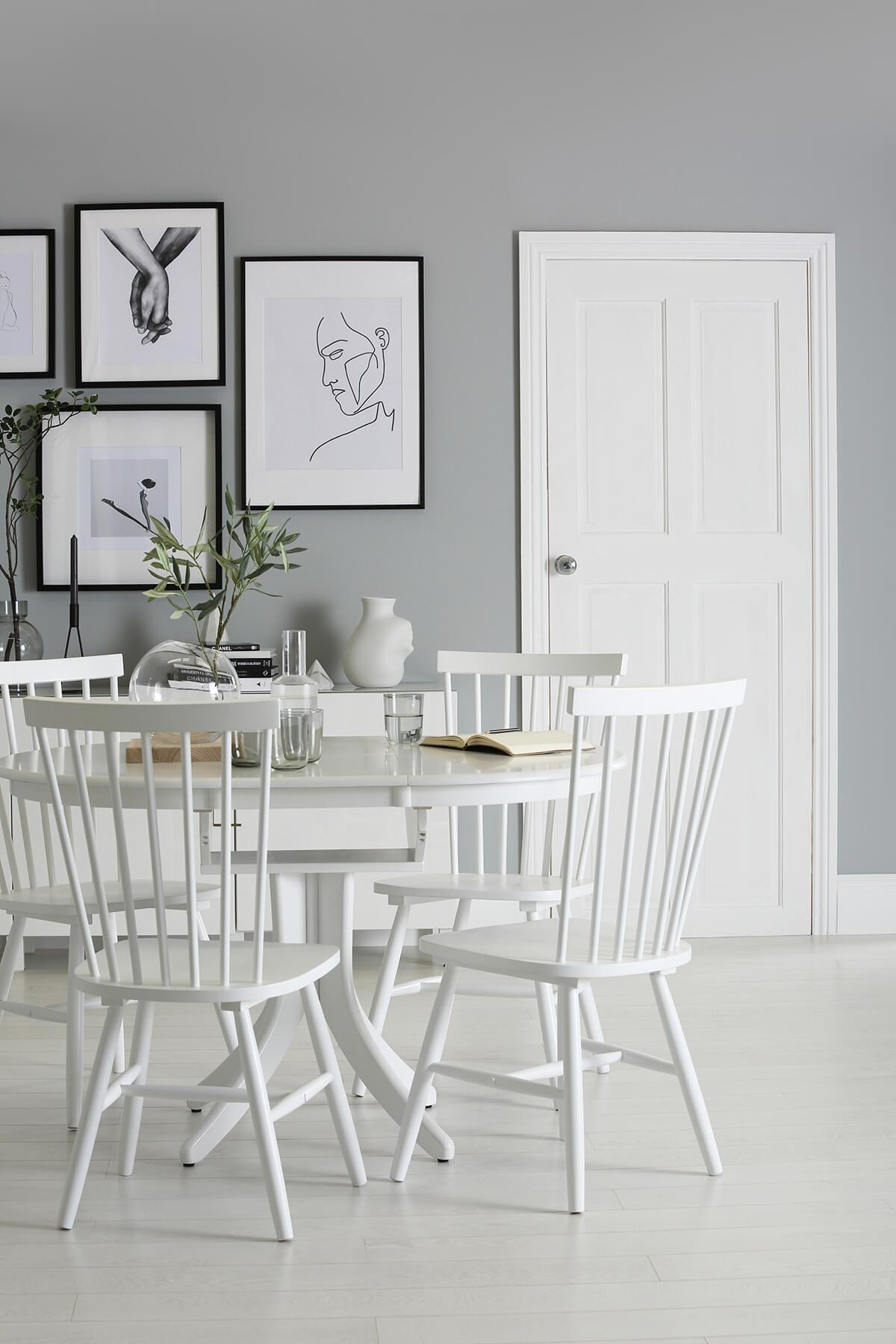 Hudson Round White Extending Dining Table - with 4 Pendle Chairs
