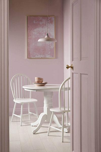 Kingston Round White Dining Table - with 4 Windsor Chairs