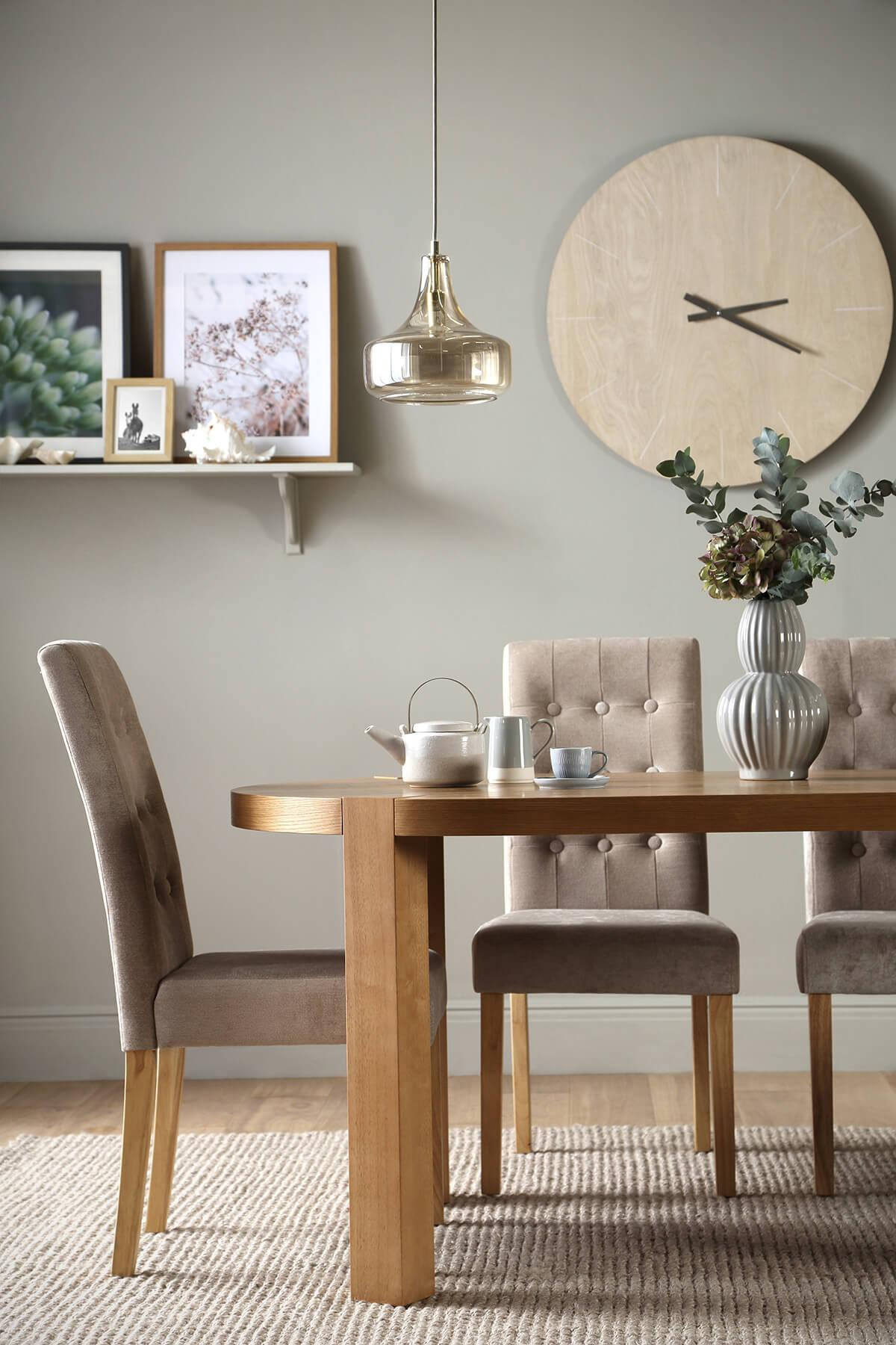 Brighton Round Oak Dining Table - with 4 Regent Mink Chairs