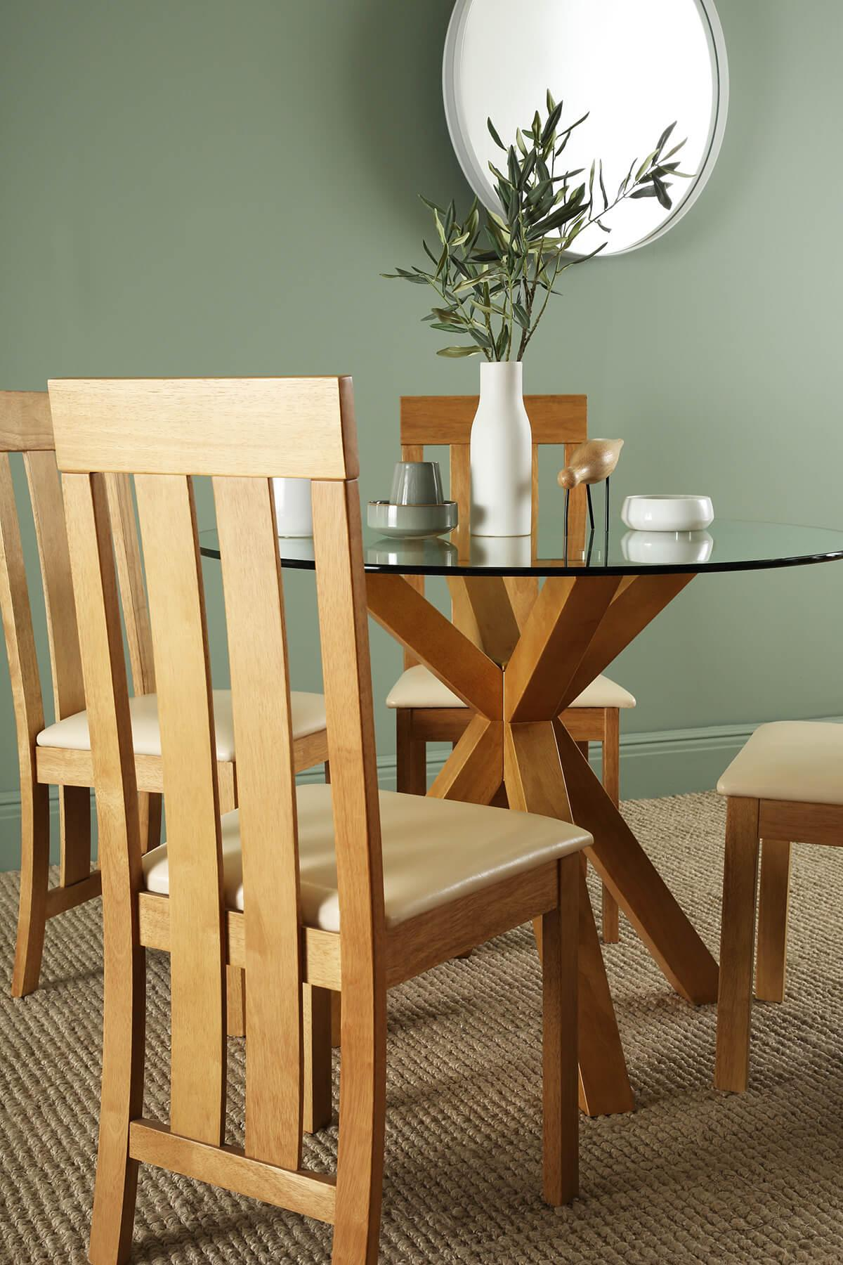 Hatton Round Oak Dining Table - with 4 Chester Chairs (Ivory Seat Pad)