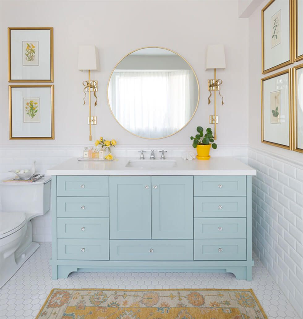 Yellow accents in a pastel hued bathroom