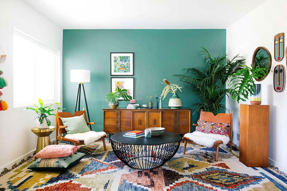Living room with emerald green feature wall