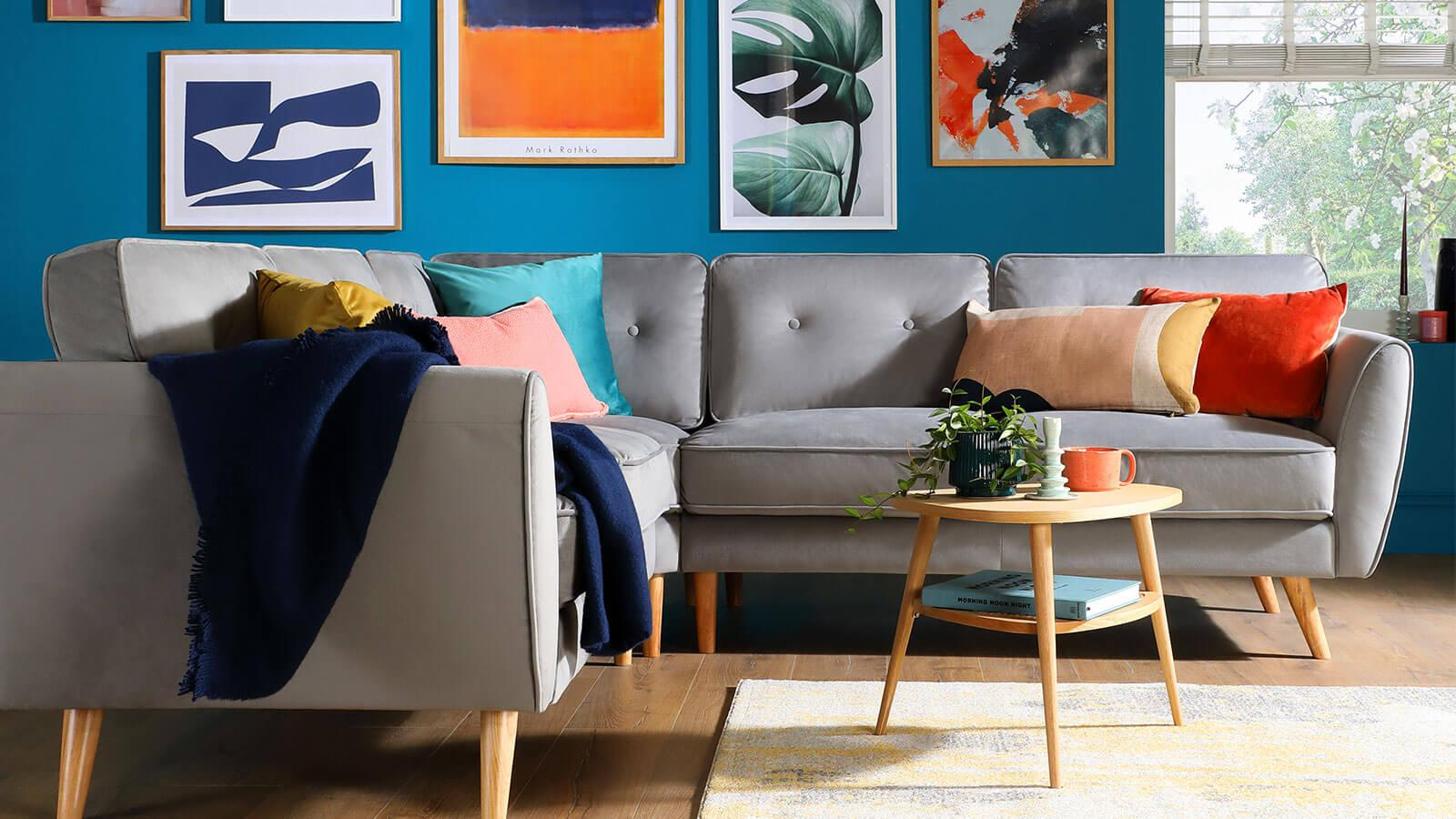 9 Chic Ideas To Style A Feature Wall In The Living Room Inspiration Furniture And Choice
