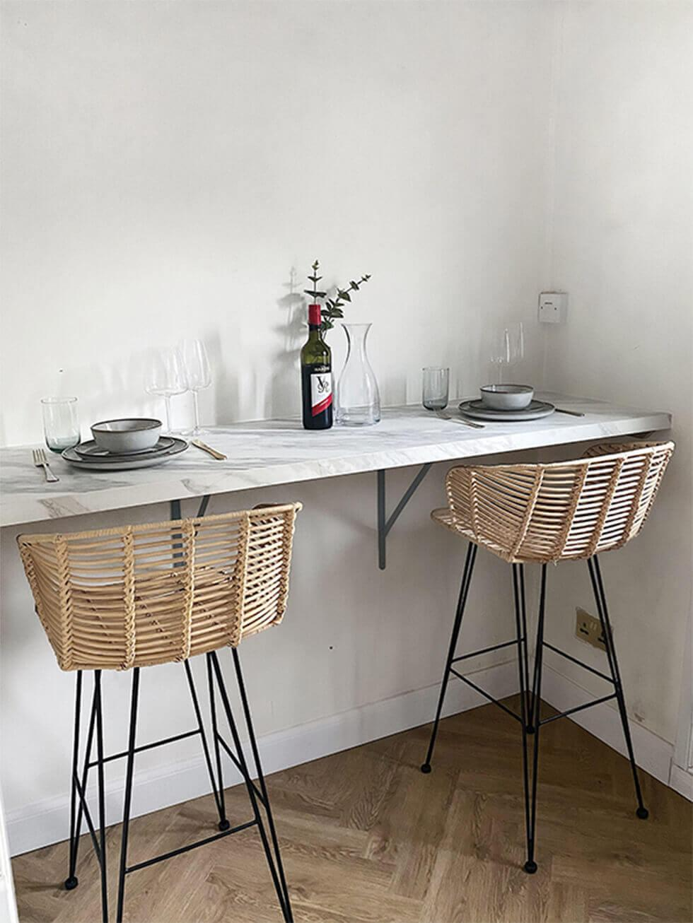 Cosy bar-style diner in the kitchen