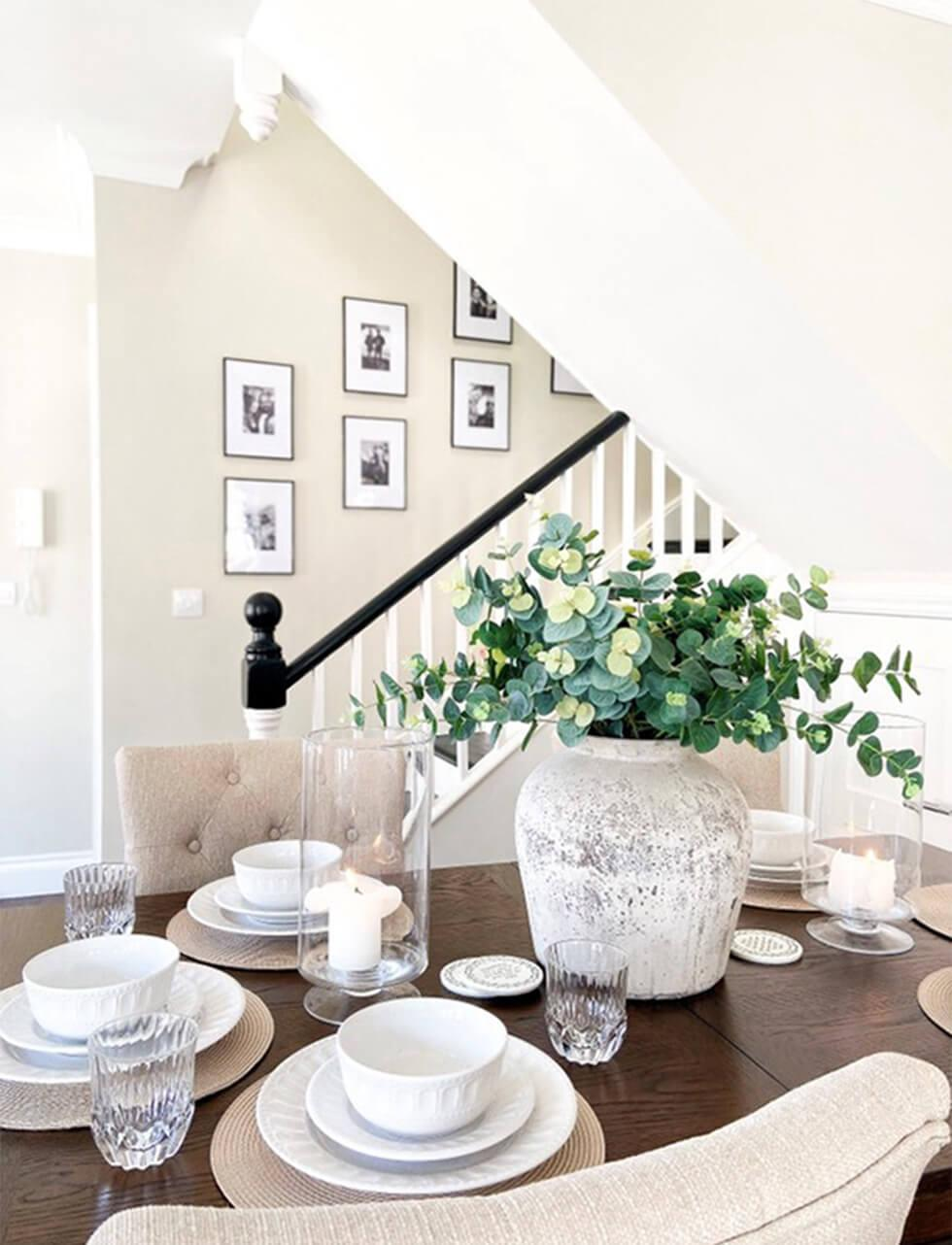 neutral dining room with chic accessories