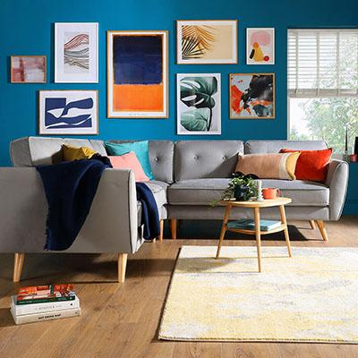 9 chic ideas to style a feature wall in the living room